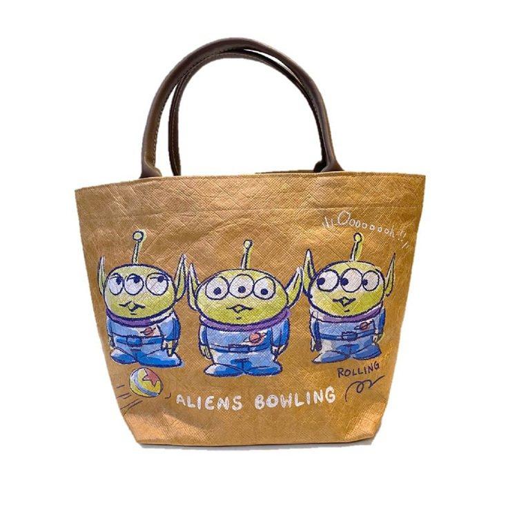 momo購物網7月集點加價購推出「三眼怪質感牛皮便當袋」,換購點數2點+換購價2...