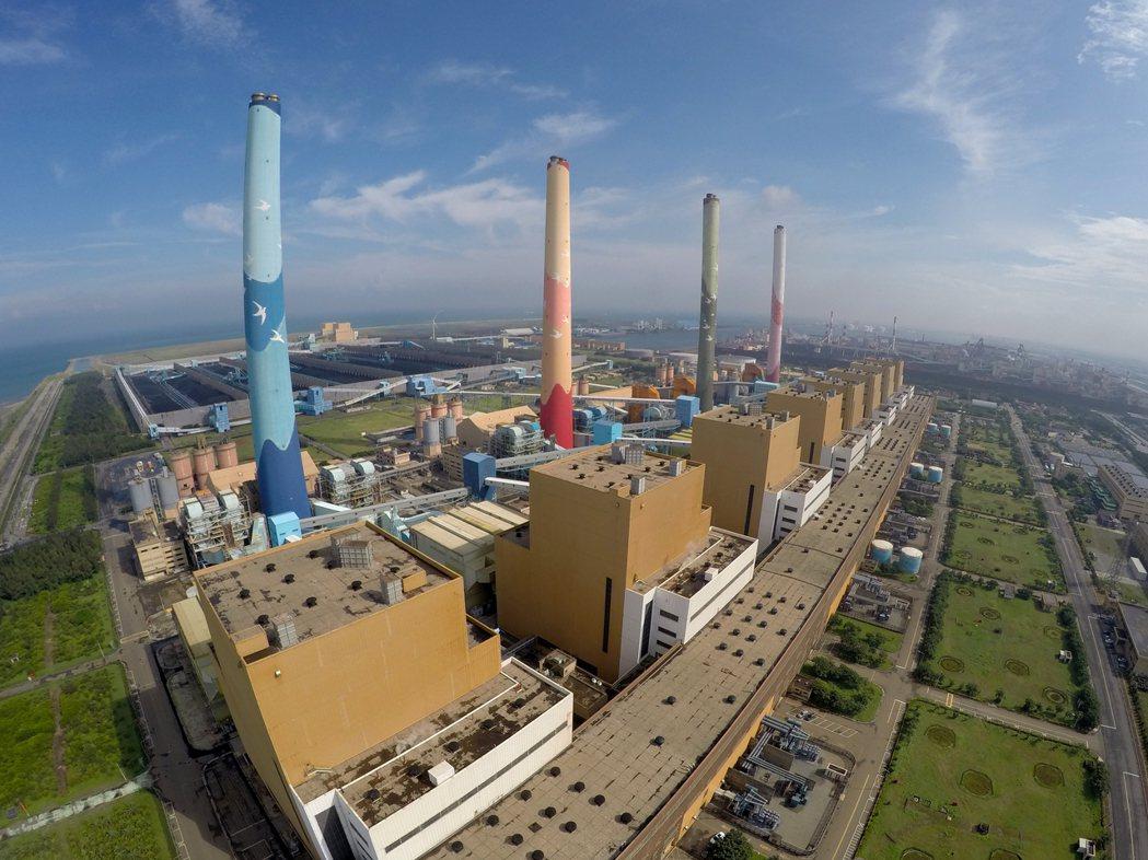 台中火力電廠興建燃氣機組計畫卡在中市府都審十五個月,內政部營建署認為不需都審,已...