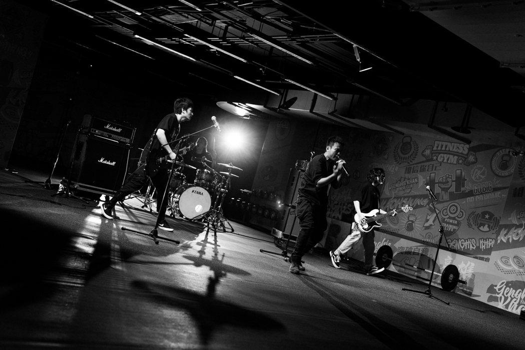 滅火器推出新曲「本性倔強」。圖/火氣音樂提供