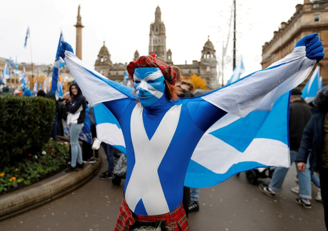 支持蘇格蘭獨立的民眾2019年11月在格拉斯哥集會。資料照片。英國內閣辦公室事務...