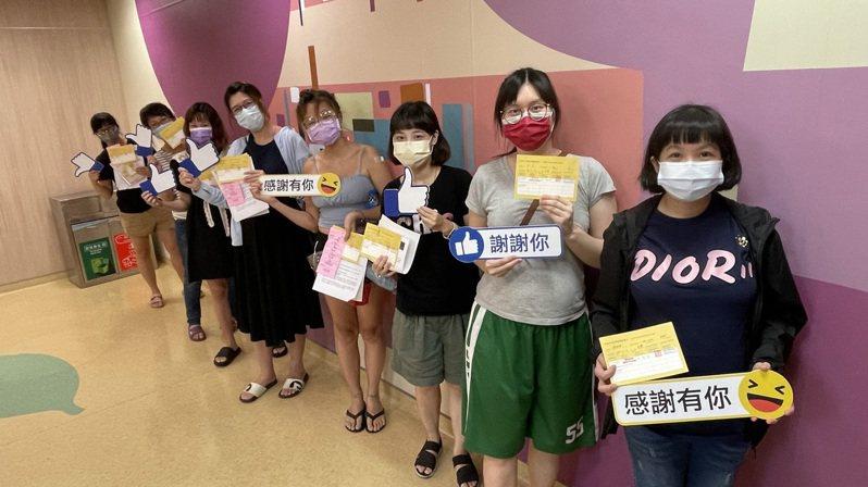 孕婦今在亞洲大學附屬醫院接種疫苗的情況。圖/亞洲大學附屬醫院提供