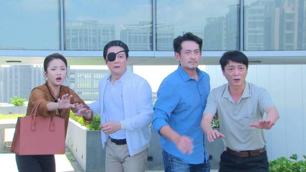 藍葦華(右起)、柯叔元、王燦、賴慧如演出「多情城市」殺青戲。圖/民視提供