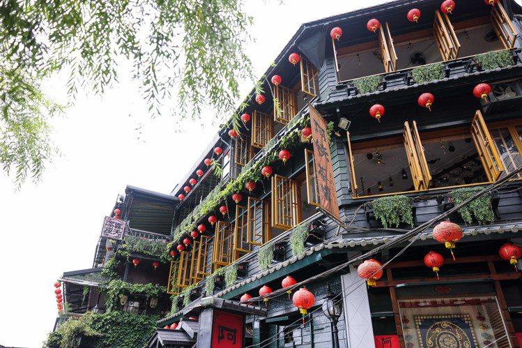 九份老街人氣必訪景點「阿妹茶樓」。記者李政龍/攝影