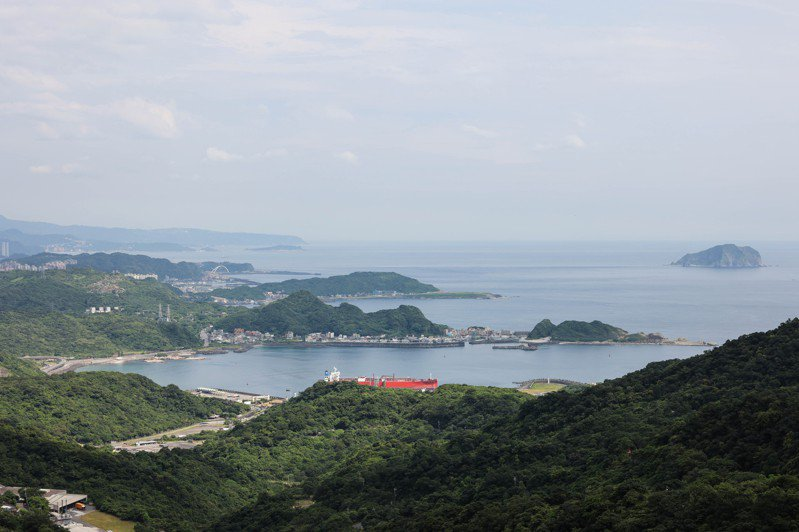 遠眺九份山城景色,此刻更顯寂靜卻美好。記者李政龍/攝影
