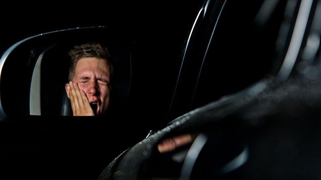 疲勞駕駛往往容易發生交通事故。 摘自網路