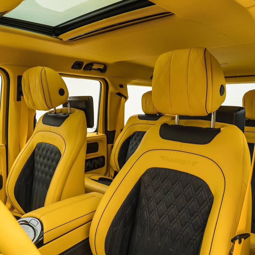 Mansory繼續將黃色和黑色主題帶入座艙,幾乎每個內部表面都用柔軟的黃色或黑色...