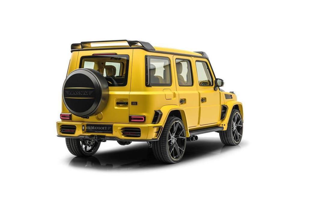 引擎蓋、前後擾流、尾翼、備胎罩、進氣口、燈罩、後視鏡等都大量採用碳纖維部件。 圖...