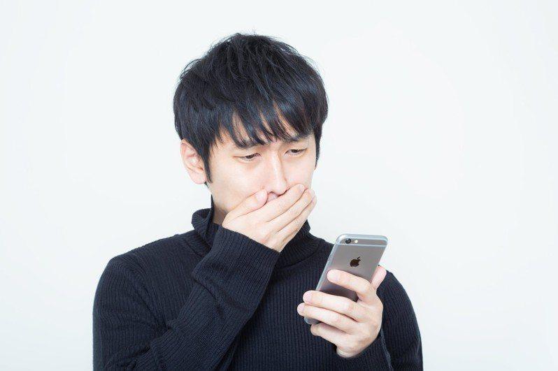 網友疑惑最近打電話給老婆,常被陌生人接起。 圖╱pakutaso