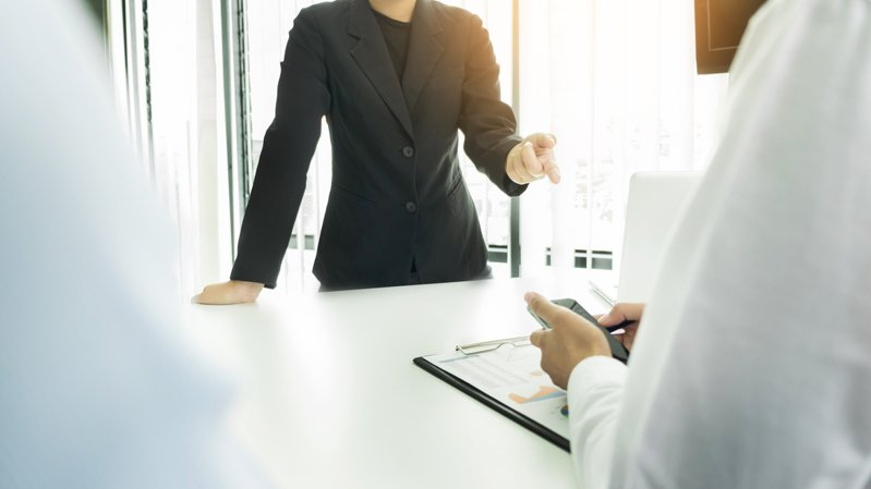 一名網友在疫情爆發前找到一份工作,但工作2個月後卻發現主管突然開始面試新人,但是明明部門已飽和了,令他相當擔心,於是想問問網友們的建議。 圖/ingimage