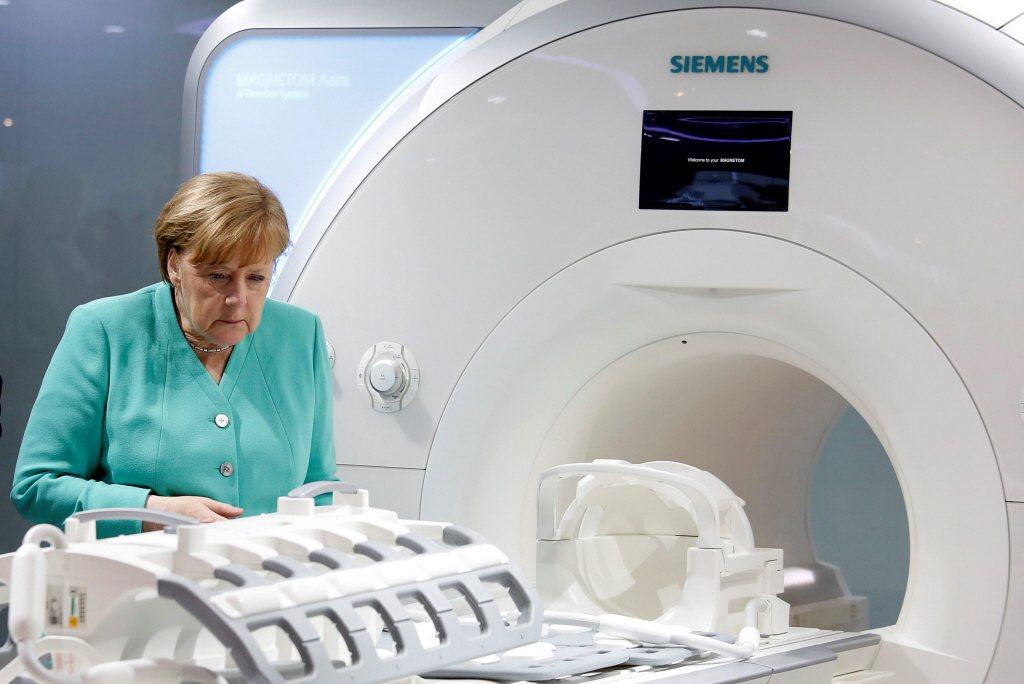 2018年德國總理梅克爾拜訪位於深圳的西門子醫療部門。 圖/路透社