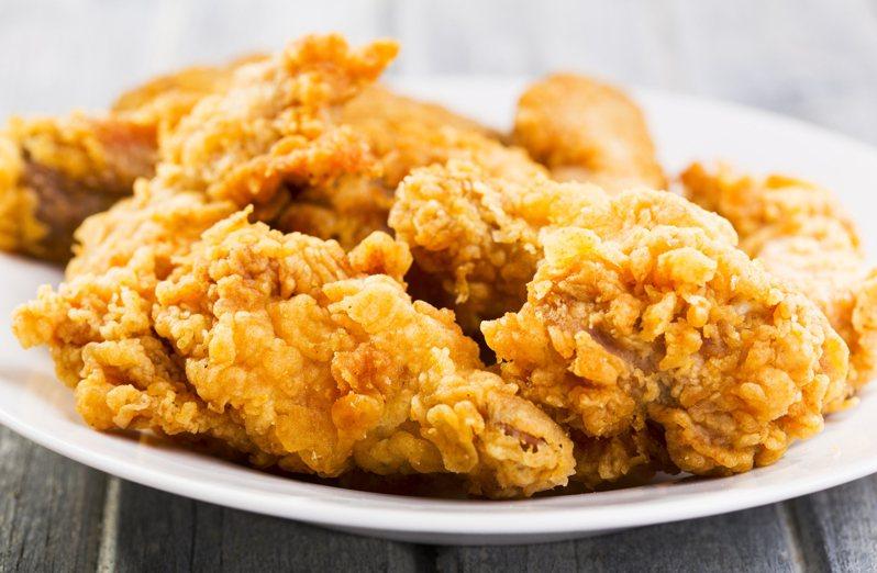 一位日本婆婆和媳婦見面時,對方竟然拿速食店的炸雞當作伴手禮,讓她十分傻眼。炸雞示意圖,非當事伴手禮。圖片來源/ingimage