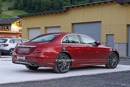 好神奇的Mercedes-Benz E-Class 竟有手工輪拱跟秘密裝備