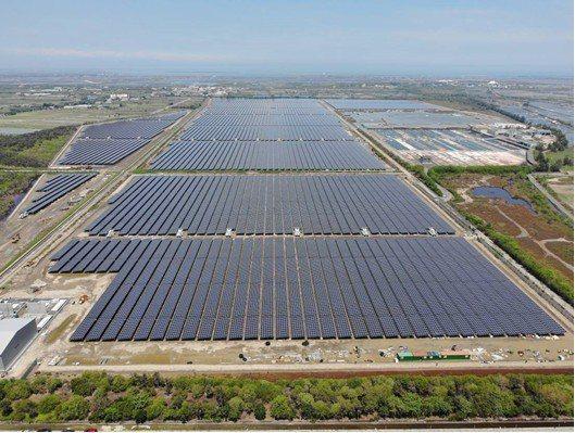 中興電工集團位於七股的太陽光電電廠南案場67.85MW,已在6/24併聯發電。 ...