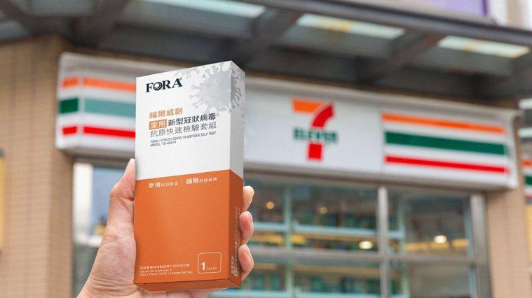 新冠病毒的居家快篩試劑正式在超商、超市開賣,四大超商一推出便在短時間完銷。圖/7...