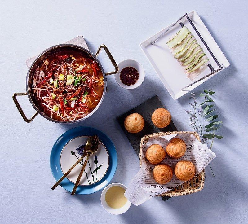 「飯BAR智作」以視覺與味道兼具的食髦中菜為主打。 麗品餐飲/提供