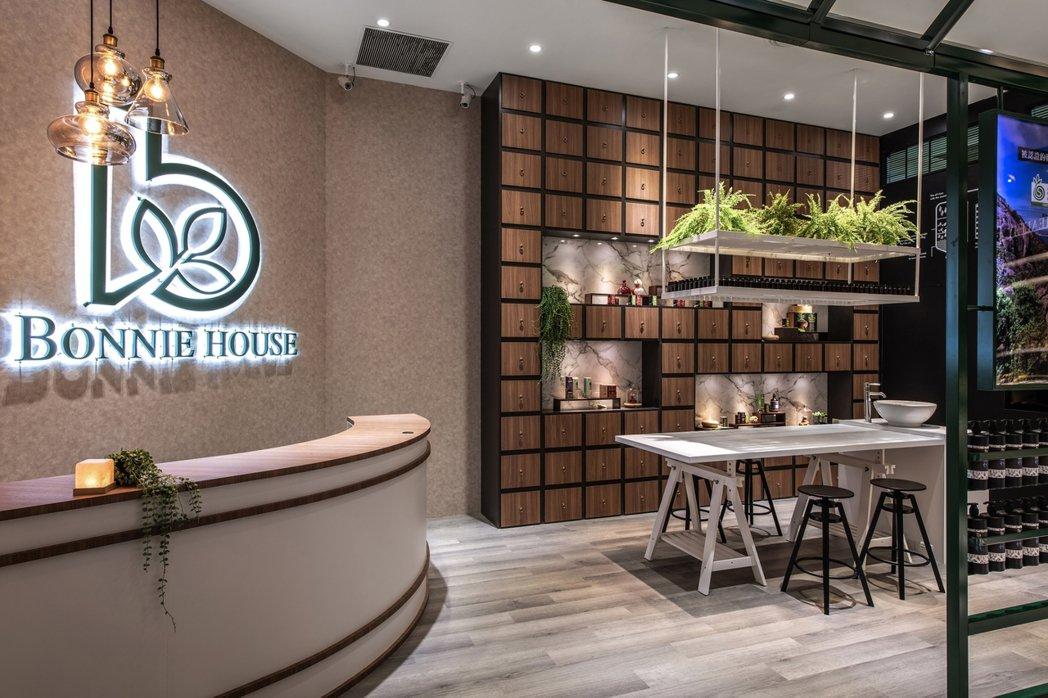 Bonnie House台北美麗華專櫃是許多時尚名媛挑選有機精油最常出現的地方。...