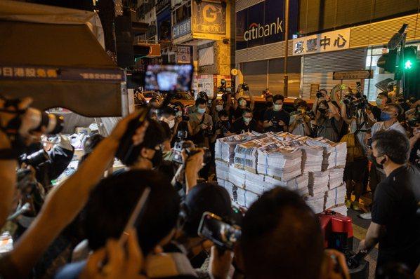 最後一份香港蘋果日報印數達100萬份。 歐新社