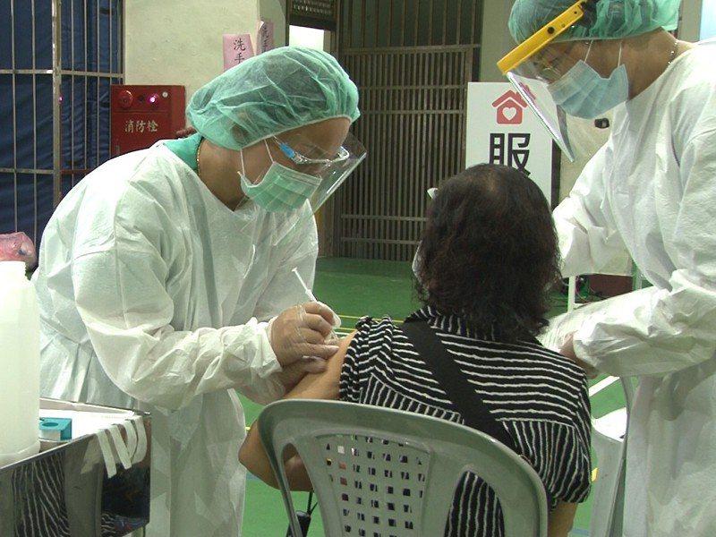 瑞芳區開放區內兩間合作診所,供民眾預約施打,未在時段內施打到的民眾可多加利用。 圖/觀天下有線電視提供