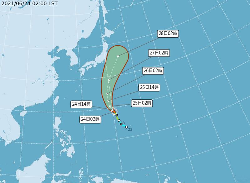 中央氣象局路徑潛勢預測圖顯示,薔琵颱風強度略增強,逐漸向北迴轉,未來併入梅雨鋒,對台無影響。圖/取自氣象局網站