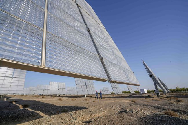 中國大陸新疆哈密的一處光電廠站。  新華社