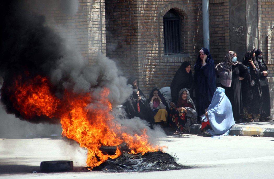 根據了解最新評估的官員們透露,美國情報界上周總結,阿富汗政府最快可能在美軍完全撤...