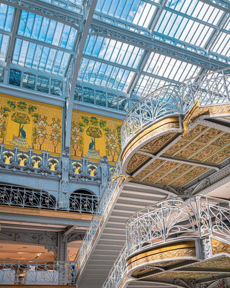 巴黎莎瑪麗丹百貨曾於2005年因安全問題停業,2,300片屋頂玻璃是後來重新換上...