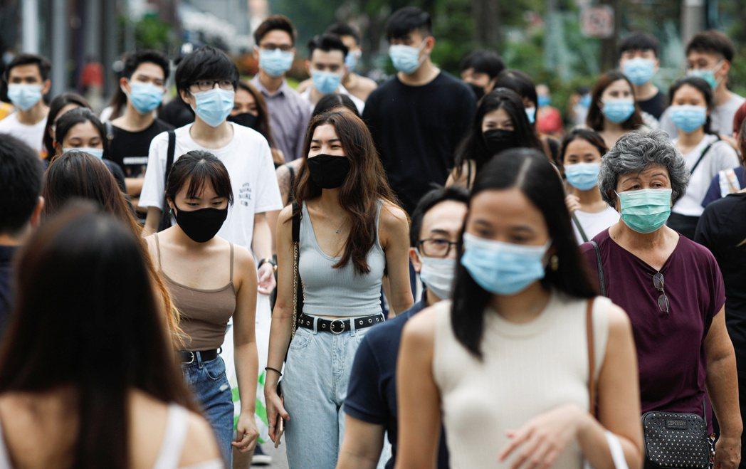 新加坡三位部長表示,正計劃分階段重啓和進入「新常態」。路透