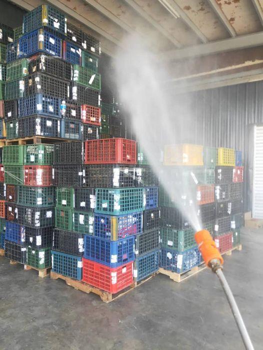 若有進出拍賣市場,返回產地的器具,農民都會以次氯酸水消毒容器。圖/農民提供