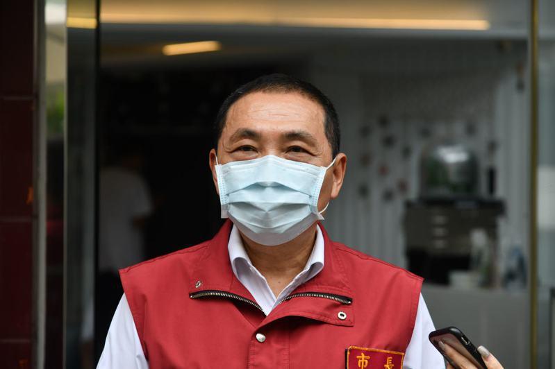 新北市長侯友宜說,新北在北農事件染疫的個案數是超過台北,也超過其他縣市,新北一定負起責任,從個案疫調並防堵傳播鏈繼續傳播下去。圖/新北新聞局提供
