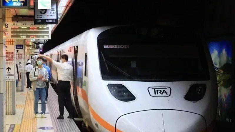 台鐵7月起延長當日可訂票時間,並放寬訂票後逾期未取停權標準。本報資料照片