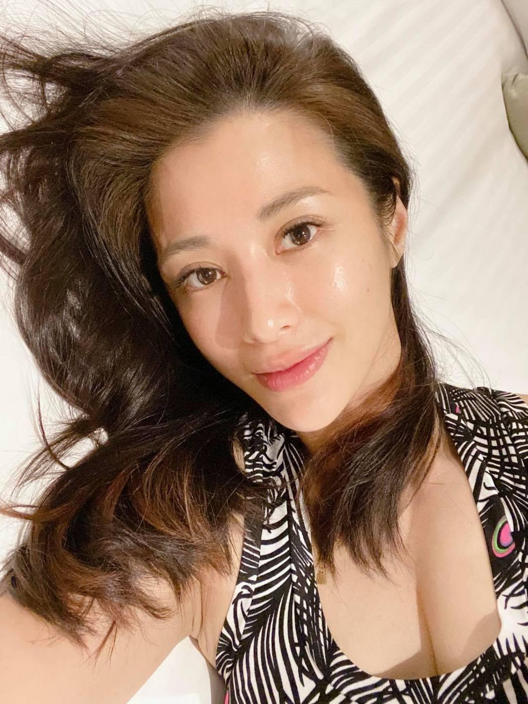 李蒨蓉深夜發文表示動念離婚,嚇壞不少網友。圖/摘自臉書