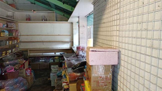 內灣戲院門口的古早味柑仔店已經關門大吉,業者正準備打包收攤。記者巫鴻瑋/翻攝