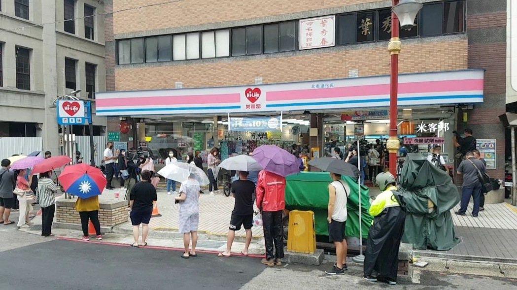 萊爾富首日開賣新冠快篩試劑,掀搶購潮。(照片提供:萊爾富)