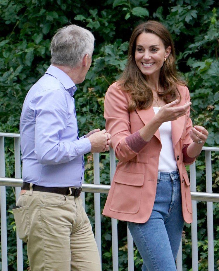 凱特王子妃前往倫敦自然史博物館拜會館長Doug Gurr時,身穿RALPH LA...