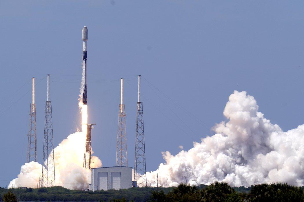 SpaceX上月26日發射獵鷹9號火箭,執行第29批次的「星鏈」低軌衛星投放,該...