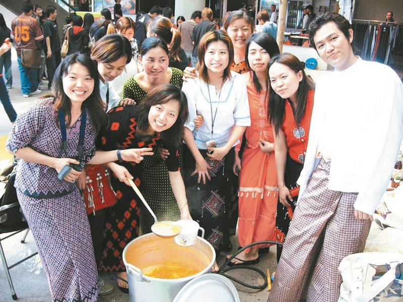 886名在台緬甸僑生在疫情三級警戒後打工機會幾乎消失,家鄉又因動盪難伸援,在台吃飯都成問題。圖為在台緬甸僑生資料照,人物與新聞無關。圖/聯合報系資料照片
