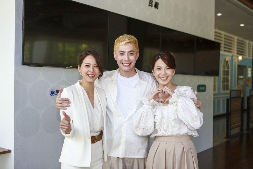 蘇晏霈(左起)、王凱「多情城市」「皓思」CP相聚,廖苡喬也開心。圖/民視提供