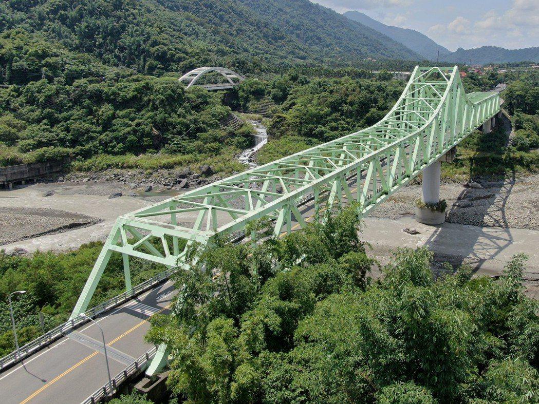 高雄市新發大橋使用橋梁耐蝕用鋼,生命週期具減碳效益。圖/中鋼提供