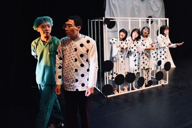 花痞子劇團獲得今年屏東縣傑出演藝團隊。圖/屏東縣府文化處提供