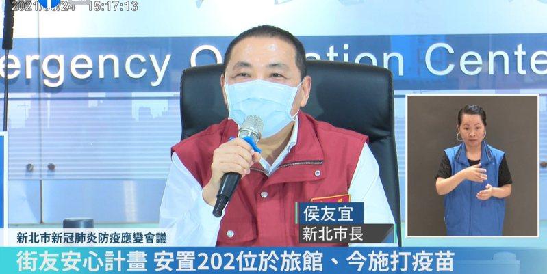 侯友宜認為台北市聯合醫院副院長璩大成一定很聽新北衛生局長陳潤秋的話才會造就夫妻倆好感情。圖/取自侯友宜臉書