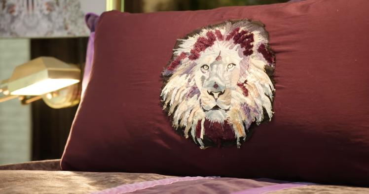 在整間建築無論室內室外,都可以在很多地方找到獅子元素的設計,像是抱枕、雕像等等,...