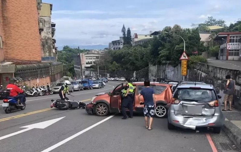 許多人都認為車禍處理是「大車賠小車、小車賠機車、機車賠行人」的觀念,在實務上並非如此。圖/基隆市政府警察局交通隊提供