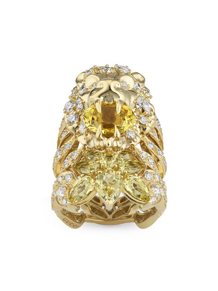 GUCCI,獅頭黃金鑲鑽戒指,鑲嵌黃色綠柱石,價格店洽。圖 / GUCCI提供。