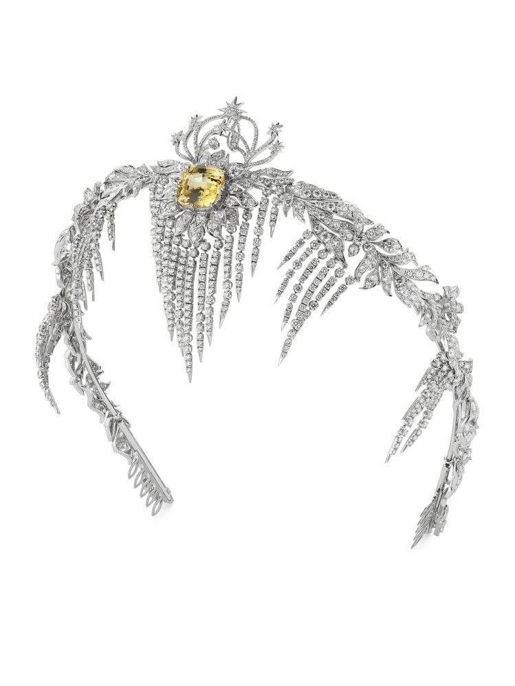 GUCCI,黃色藍寶石白金鑲鑽頭飾,價格店洽。圖 / GUCCI提供。