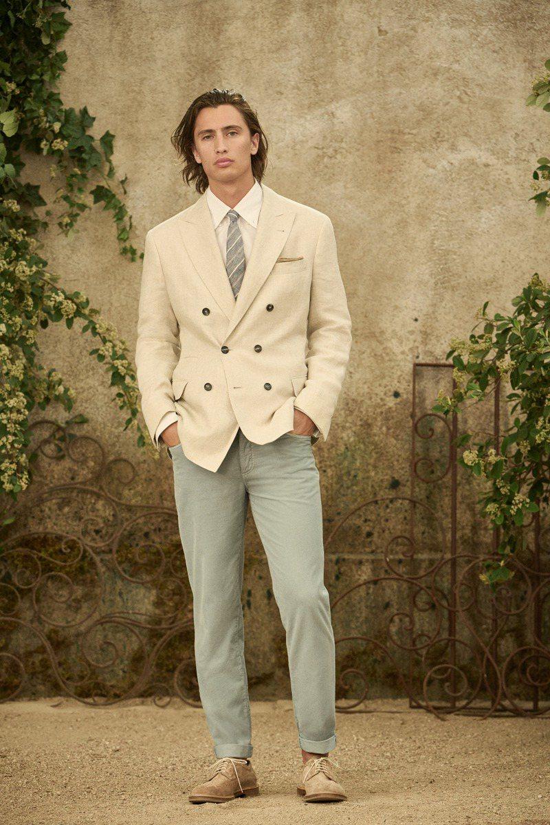 柔和的西裝褲線條大大增添了隨性氣息。圖/Brunello Cucinelli提供