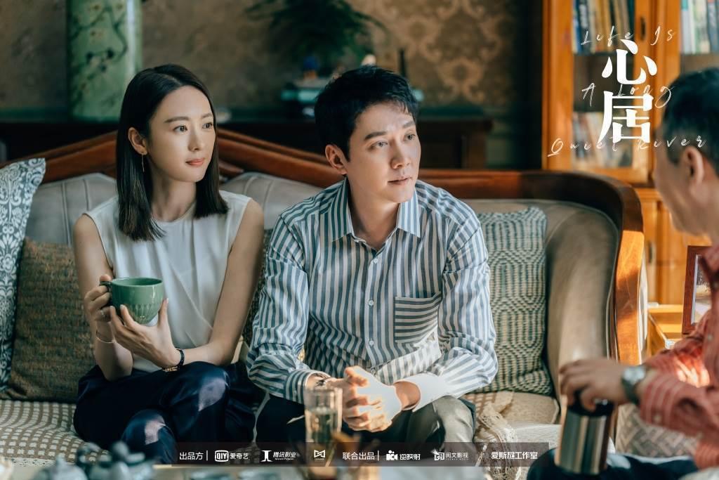 馮紹峰(右)最近在新作品和童瑤(左)有感情戲。圖/摘自微博