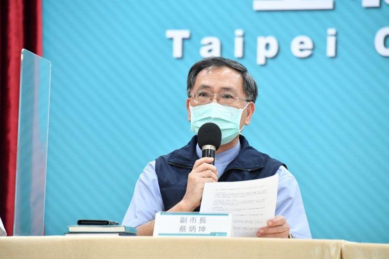 台北市副市長蔡炳坤表示,假設有兩種疫苗同時上的話,系統一定會標示清楚。圖/北市府...