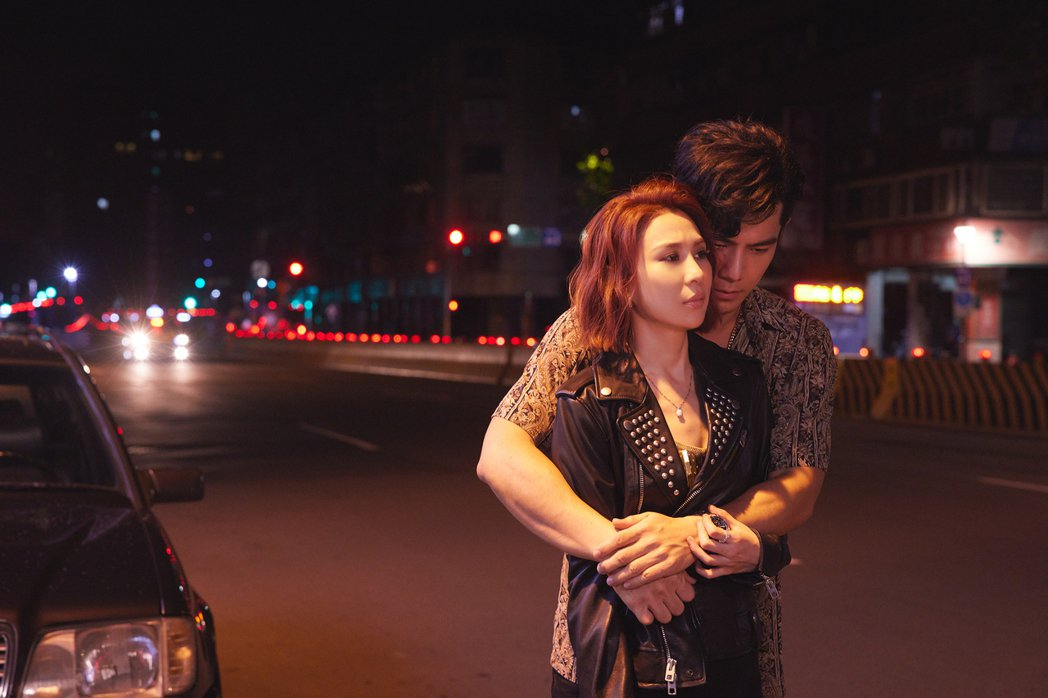 林凡(前)於MV與祖雄有不少親密戲,怕惹火同志粉絲。圖/華納音樂提供