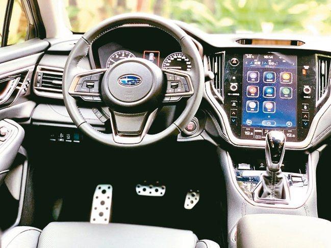 駕駛艙支援全新11.6吋智慧影音觸控螢幕,高質感智慧移動生活唾手可得。圖/陳...