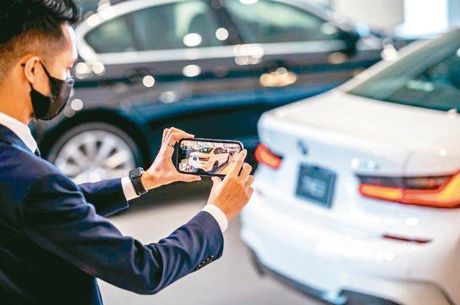 只要在BMW官網留下聯絡資訊,專業顧問將會透過電話或視訊,提供消費者最新產品資訊...